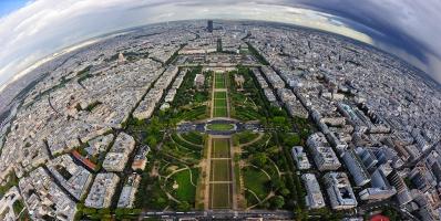 Париж  -  между дъжда и слънцето