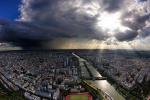 Париж ... един обикновен следобед