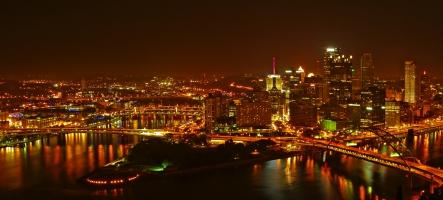 Градът на стоманата (вечерно)