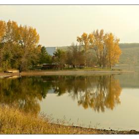 оглеждаща се есен