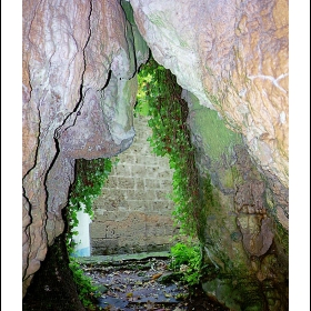 Пещерата в Соколския манастир