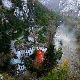 Черепишкия манастир и р. Искър