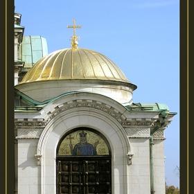 Малка порта към най-голямата руска църква на балканите. Етюд