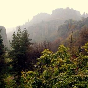 Белоградчишките скали в лека мъгла