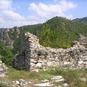 Кривус - източният вход към цитаделата с отбранителната кула