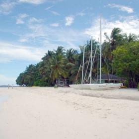 Малдивските острови както изглеждаха в началото на 2004 г.