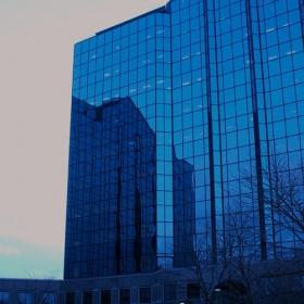 стъклена кула