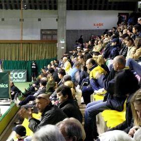 Публиката, в предния план националната състезателка по тенис Мария Пенкова