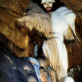 Дух в пещерата