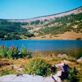 Bezbojkoto ezero