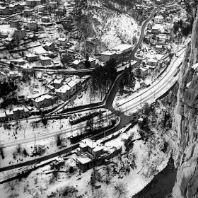 зима в планинско  село