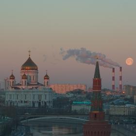Луната и Градът II