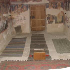 само Господ крепи места като това /параклис Струпешки манастир/