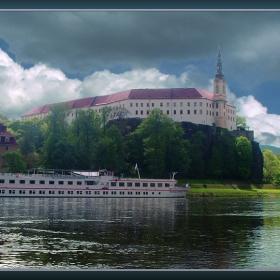 де4ински замък