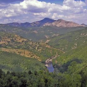 Арда  и cтръмните склонове на  Бездивен