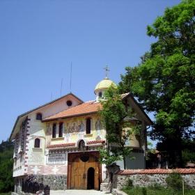 Клисурски манастир - над Банкя
