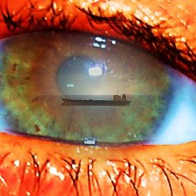 Корабче плува в очите ти...май...