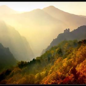 Асенова крепост една мъглива неделна есенна утрин