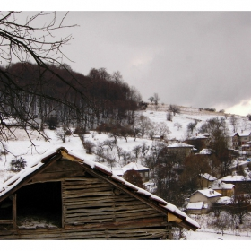 Чука зимата на прага