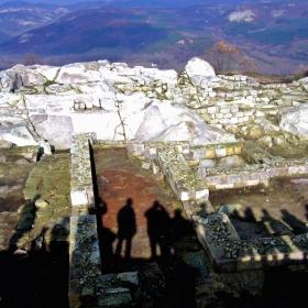 Сенките на историята в Перпирикон