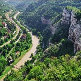 Планината, реката и хората