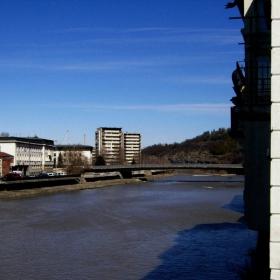 И един поглед зад моста