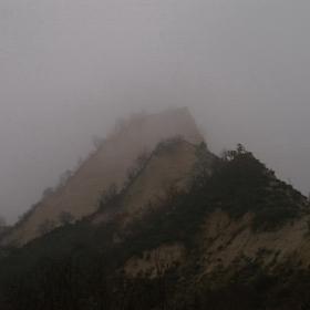 Обгърнати в тънка мъгла