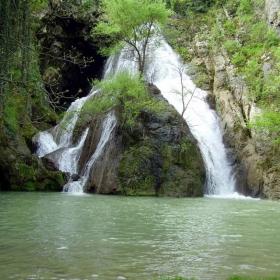 Големия водопад, влизо до с.Хотница, област Велико Търново