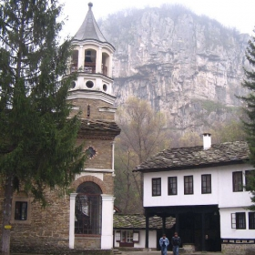 Дряновски манастир, скали и мъгла