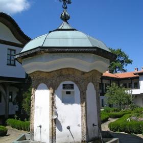 Соколски Манастир - Чешмата, построена от Кольо Фичето