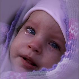 Прекрасни сините очи преследват ме, за тях копнея....