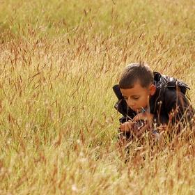 Нещо мъничко в тревата