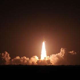 Space Shuttle Endeavour от 20 км разстояние