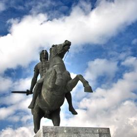 статуята на Александър Велики на централния площад в Солун