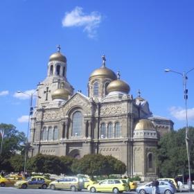 Прекрасната катедрала във Варна