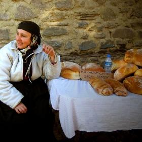 топъл орехов хляб за закуска