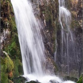 Тече, всичко тече ... Водопадът - извор Цопин камък