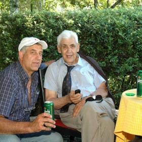 Г-н Петър Михнев(в ляво), организатор на Тенис турнир за любители Carlsberg Tennis Challenger и доайенът на българския тенис Д-р Тодоров