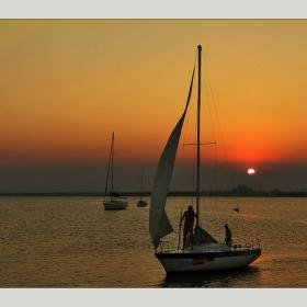 С ветровете ми  до брега стигни - давам ти морето за наследство