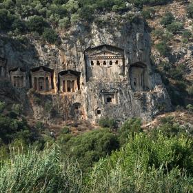 Скални гробници по река Далян- Турция