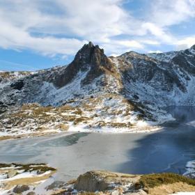 връх Харамията и езеро Близнака