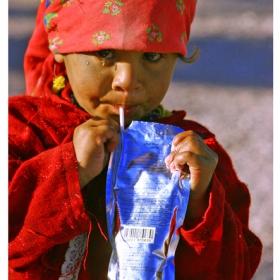 Бедуинче със сламка