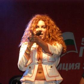 Индира пее на БСП