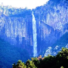Водопадът Скакля над Враца