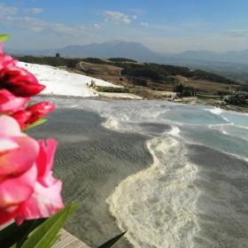 Общ изглед от Памуккале в Турция.