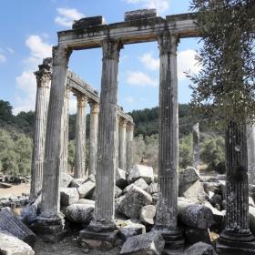 Останки от храма на Зевс  в Еуромос-егейска Турция