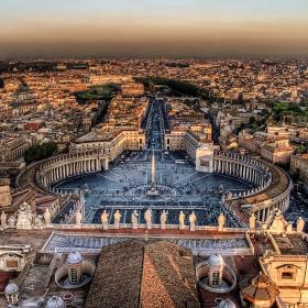 Късен залез над Ватикана