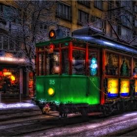 Дядо Коледа заряза шейната и се качи на...трамвай