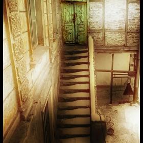 - Вратата... -