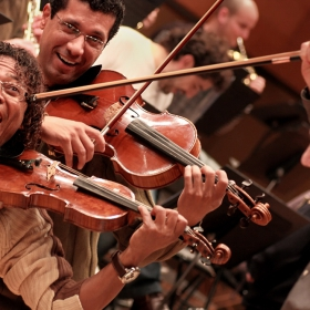 Веселба в оркестъра!  -  Fiesta en la Orquesta!
